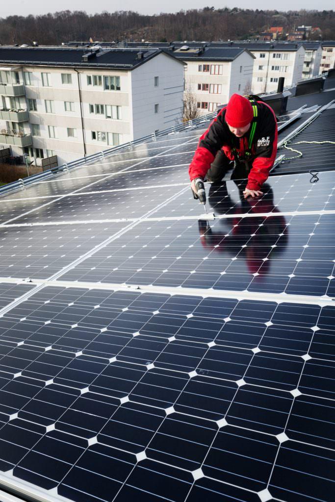 sofia_sabel-fitting_solar_panels-4794
