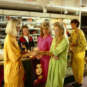 80s_Shopping-Perfume_2-893×900
